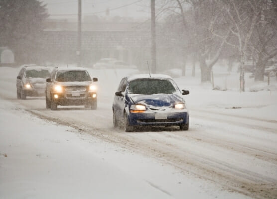 holiday travel, workplace safety 556x400 cars traveling