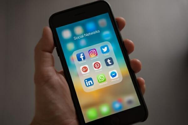 social media policies 600x400
